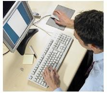 chico-escribe-en-ordenador.jpg