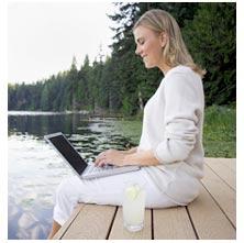 empresaria-trabajando-en-el-lago.jpg