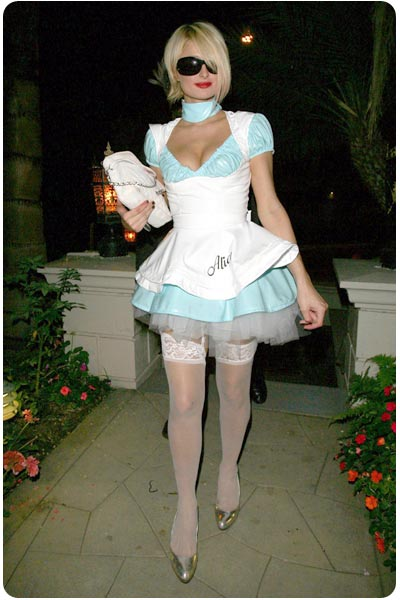 paris_hilton_muy_fashion_vestida-de-alicia.jpg