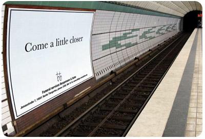 publicidad_funeraria_en_estacion_de_tren.jpg
