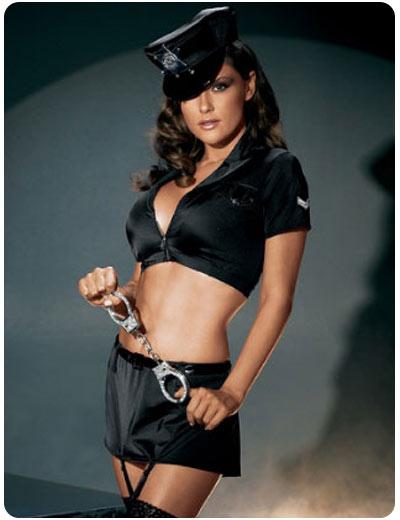 chica_vestida_de_policia_strip.jpg