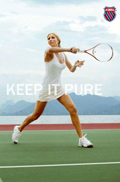 Alona Bondarenko jugando Tennis