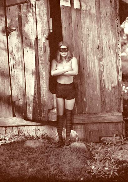 Drew Barrymore con medias de rayas retro
