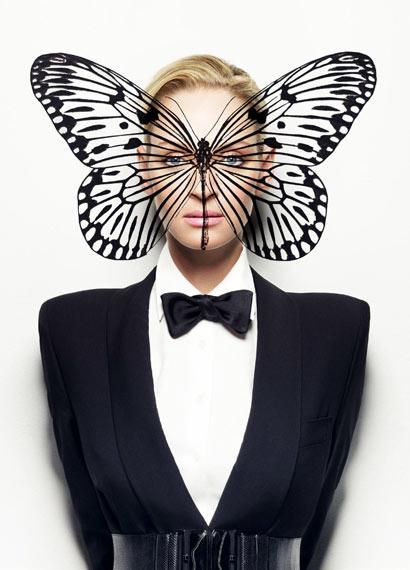 Uma Thurman con mariposa en el rostro como antifaz