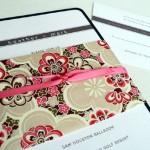 Invitación de Boda con lazo rosa y flores