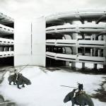 Clones montando en un coliseo moderno