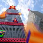Donkey Kong luchando contra Mario y Luigi en un edificio real