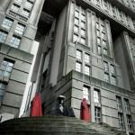Emperador de Star Wars afuera de edificios