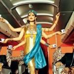 Azafata con 6 manos, como una diosa hindu