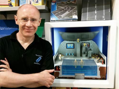 Gary Davis construyó centro acuatico de legos